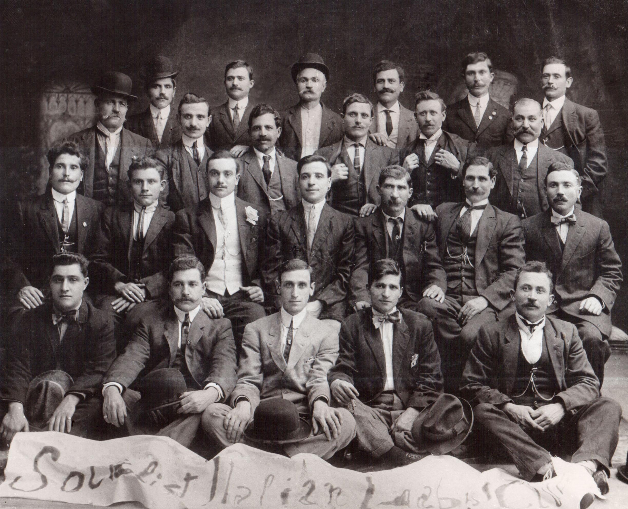 Gruppo di emigrati siciliani nella Sezione Socialista di Brooklyn (1910)
